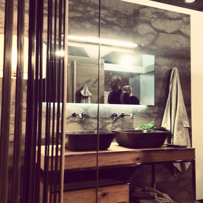 Il sottoscritto riflesso in un bagno Zaninelli