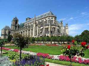 799px-Bourges_-_002_-_Low_Res